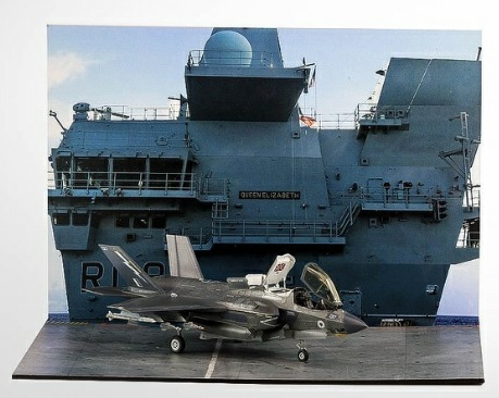 1/72 DISPLAY BASE HMS QUEEN ELIZABETH (AIRCRAFT NOT INCLUDED
